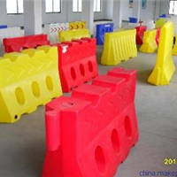 供应滚塑三孔水马 滚塑水马防撞桶厂家