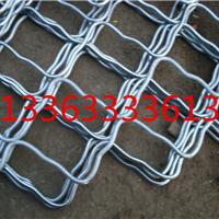 大连六角形防护铁丝网采用预弯后焊接而成