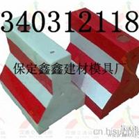 公路隔离墩钢模具 公路隔离墩钢模具供应