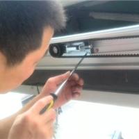 供应广州玻璃门维修价格最优