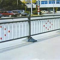 供应哪有批发框架护栏网 双边丝护栏网 三角折弯护栏网