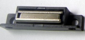 两侧固定门磁、门吸