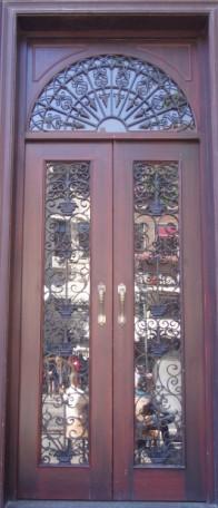 供应各类中高档铁艺门,钢木门