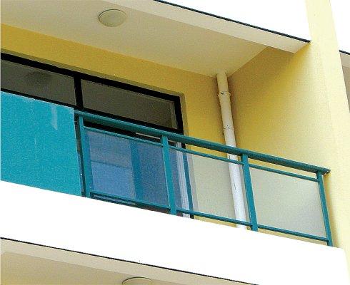 供应六盘水锌钢玻璃阳台护栏远旺锌钢价格