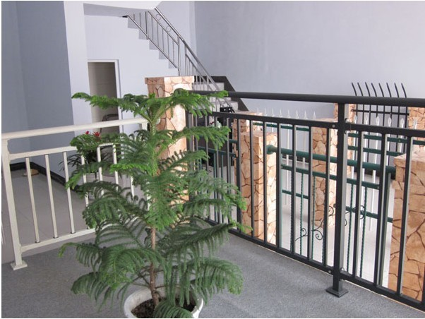 金华广润翰城组装式铝合金阳台栏杆中标