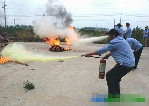 中航三鑫太阳能光电玻璃有限公司开展消防演练活动