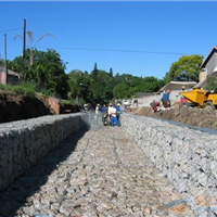 堤坝建设雷诺护垫 固堤护河格宾网箱 景观格宾挡墙 石笼网卷网